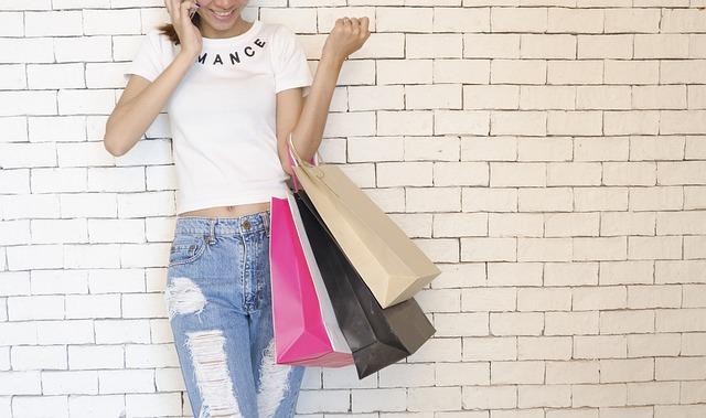 žena při nakupování