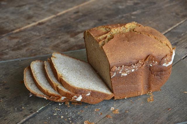 chléb z domácí pekárny
