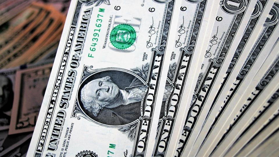 peníze dolary